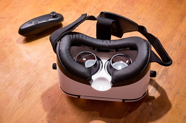 VRヘッドマウントディスプレイ
