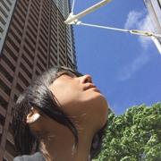 空を見上げる田中
