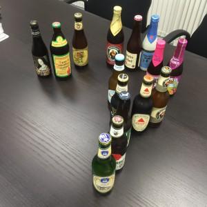 鮮やかに仕分けられたビールたちの画像