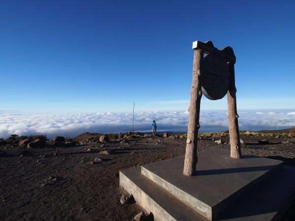 ホロンボハット(3720m)の朝、雲海が広がる