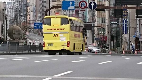 収容後ゴールに向かうバス1