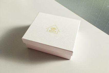 真っ白な箱